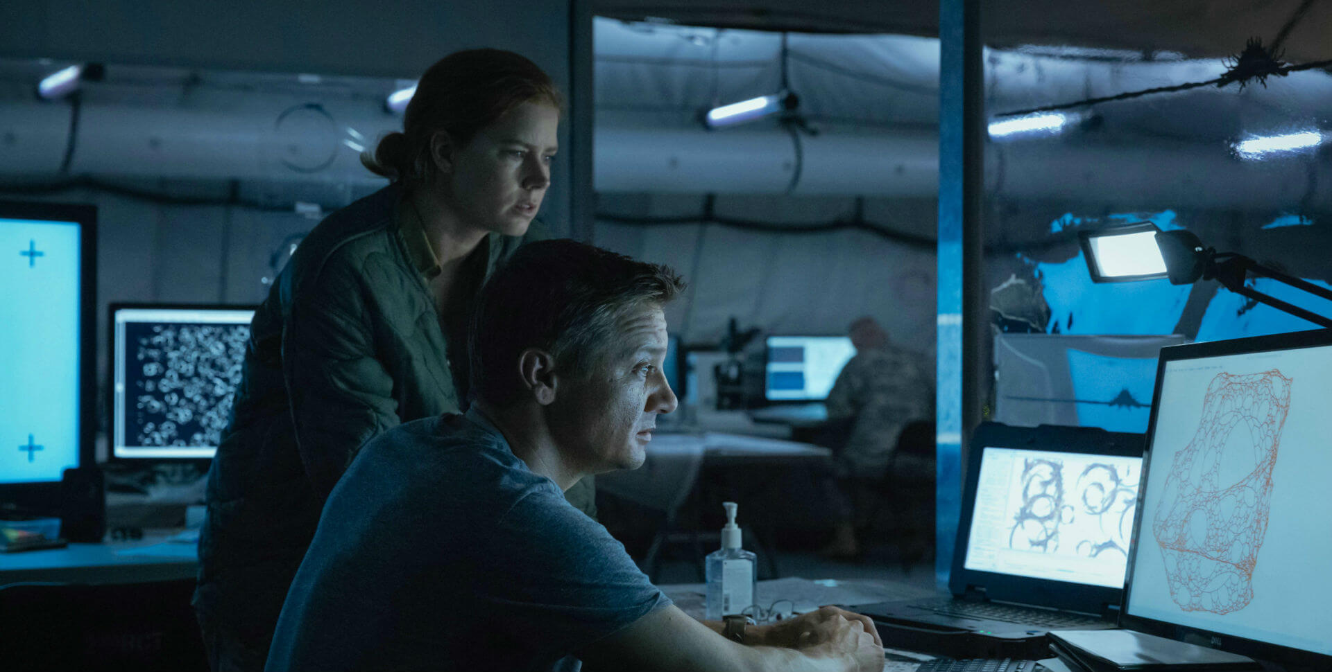Arrival 2016 Jeremy Renner and Amy Adams